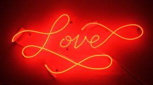 علامات-الحب-من-طرف-واحد