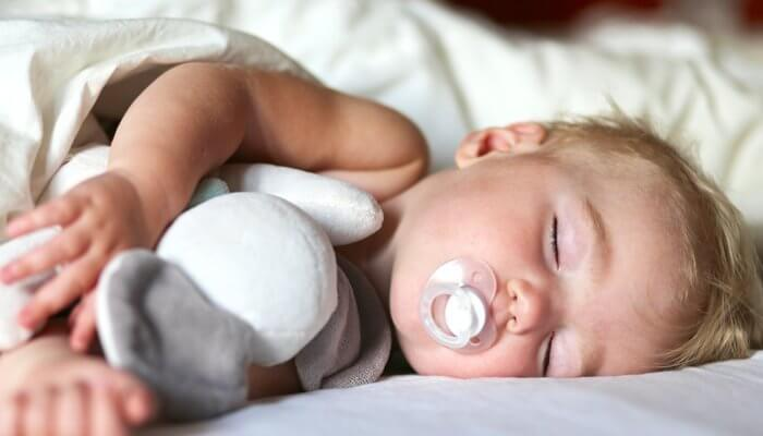 كيفية جعل الطفل ينام طوال الليل